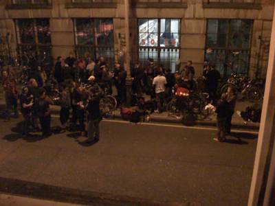 Outside Totally Acoustic, a meeting of Free Bikers.